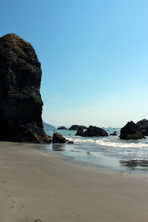 beach in oregon rocks