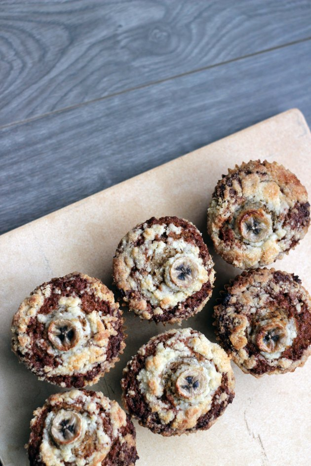 banana bread muffins with streusel topping