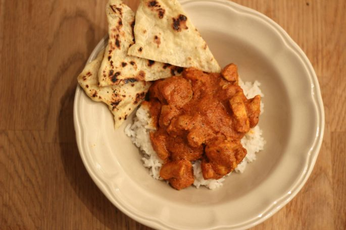 butter-chicken-and-naan-on-white-rice