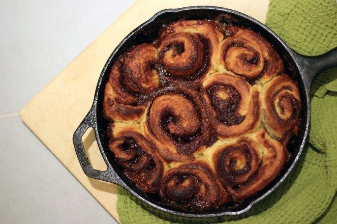 cinnamon rolls in skillet