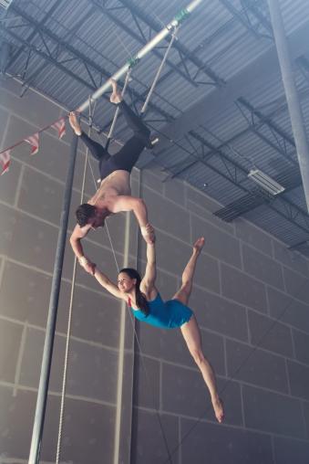 duo trapeze splits