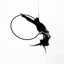 aerial hoop single knee hang from top