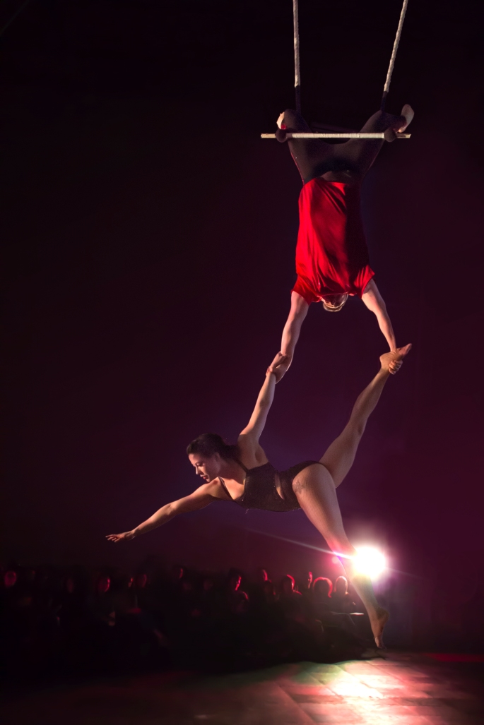 duo trapeze circus couple