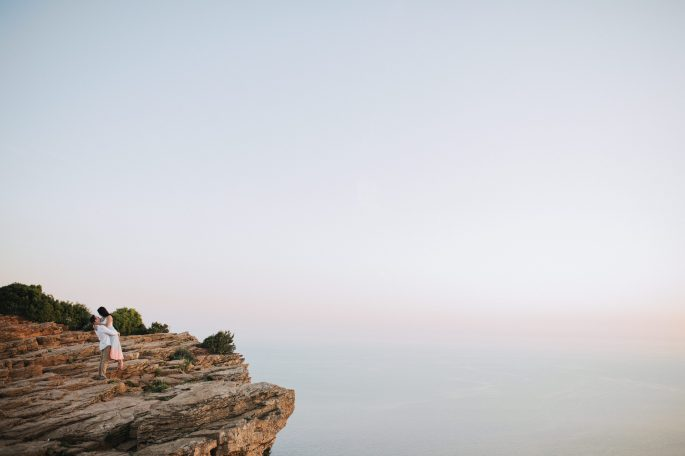 couple on cliff in cassis south of france